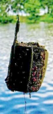 Обтекаемая форма кормушки уменьшает воздействие потоков воды