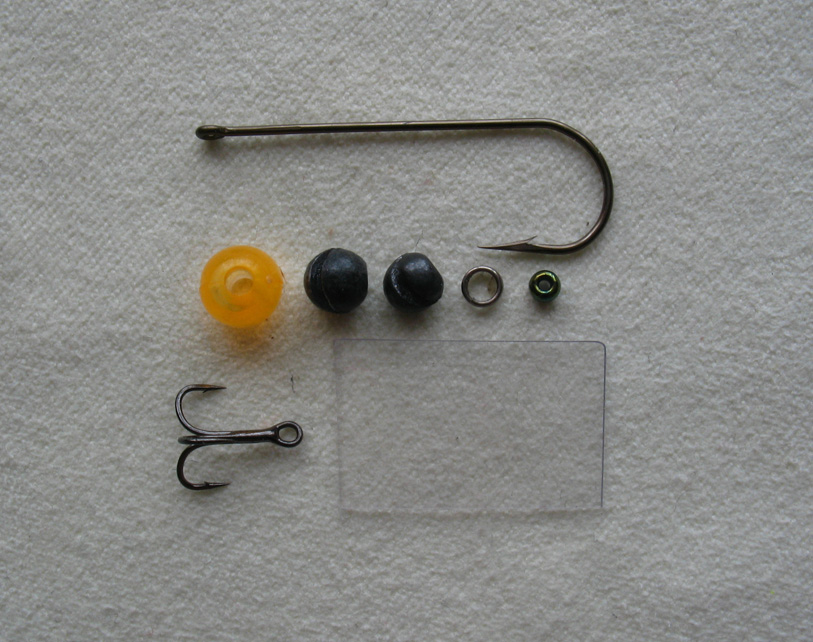 ...Крючок с длинным цевьем соответствующего размера послужит осью, на которой будет собираться приманка.